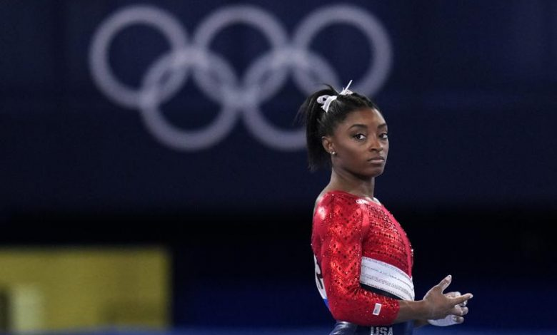 Patrons acclaim Simone Biles after withdrawal