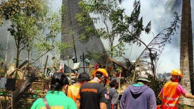 Philippine military plane crashes, 31 dead, 50 rescued