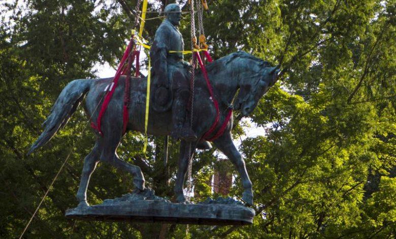 Robert E. Lee statue removed in Charlottesville