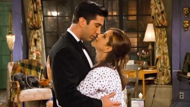 Jennifer Aniston and David Schwimmer as Rachel and Ross