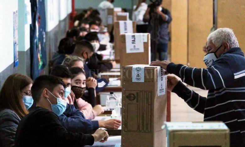 Noticia de: El Litoral (www.ellitoral.com) [Link:https://www.ellitoral.com/index.php/id_um/317977-con-dos-sistemas-electorales-y-en-pandemia-como-hay-que-hacer-para-votar-el-domingo-protocolo-sanitario-politica-protocolo-sanitario.html] With two electoral systems and a pandemic: how to vote on Sunday Noticia de: El Litoral (www.ellitoral.com) [Link:https://www.ellitoral.com/index.php/id_um/317977-con-dos-sistemas-electorales-y-en-pandemia-como-hay-que-hacer-para-votar-el-domingo-protocolo-sanitario-politica-protocolo-sanitario.html]